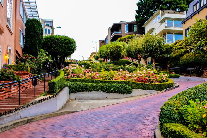 San Francisco; Lombard Street iStock_000027754117_Large-2