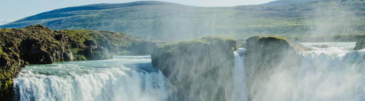 islaendische-wasserfall-in-island-istock_000041156040_large-2-1