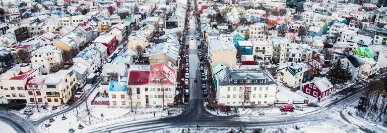 mit-blick-ueber-reykjavik-istock_000055921724_large-2