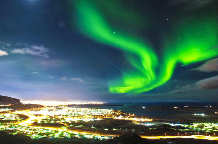 northern-lights-ueber-reykjavik-island-istock_000034689888_large-2-kopie