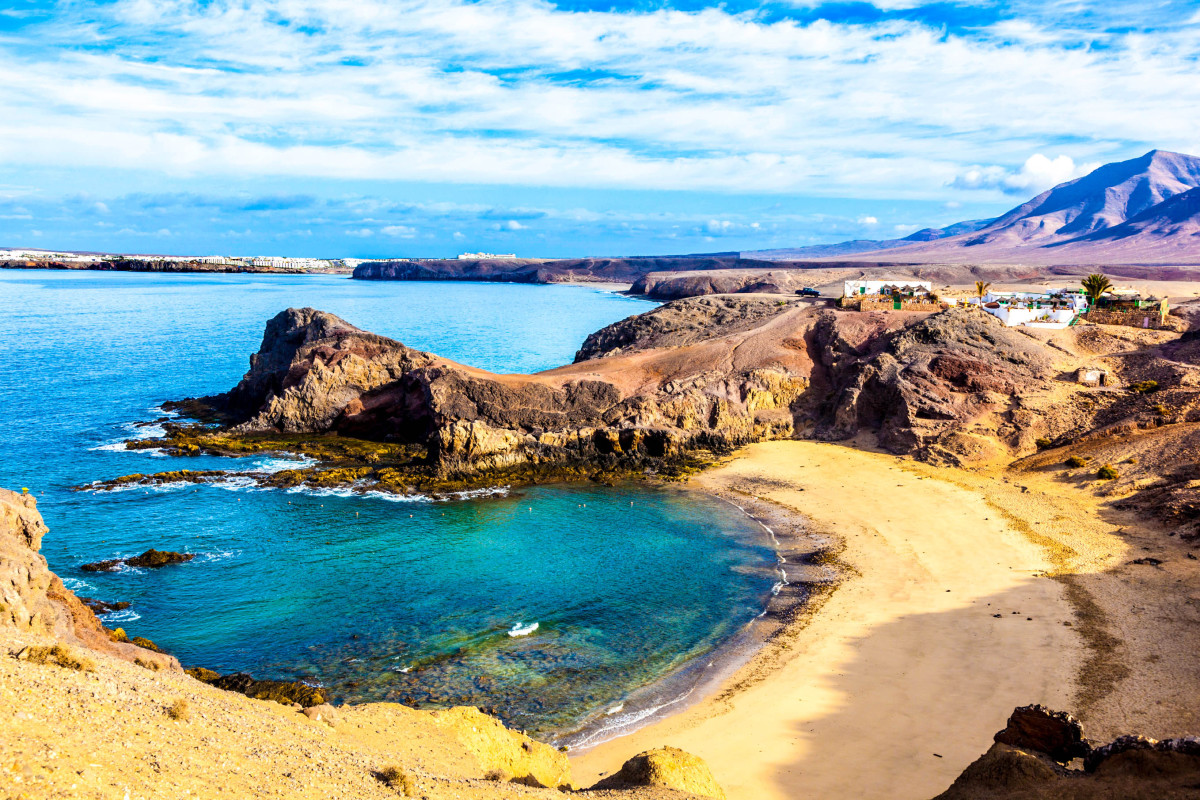 playa-de-papagayo-parrots-beach-on-lanzarote-canary-islands-istock_000022056488_large-2