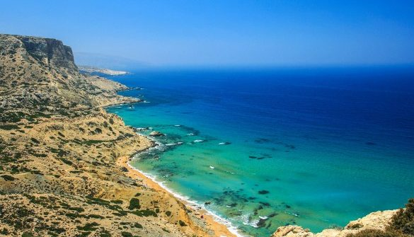 roter-strand-in-matala-kreta-griechenland-istock_000064584045_large-2-585×390