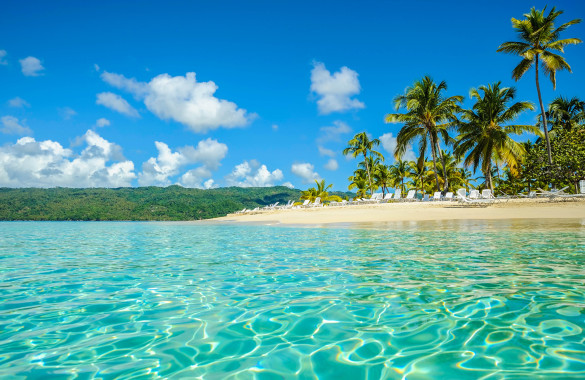 dominican-republic-samana-beach-beach-exoticism-istock_000011487535_large-2-585×380