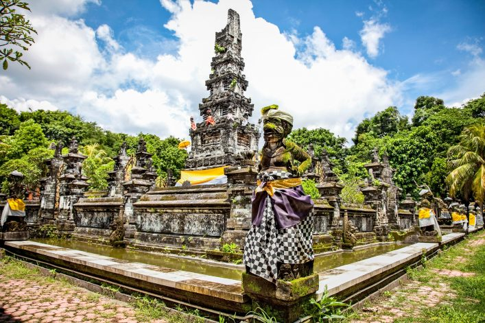 tempel-pura-jagatnatha-denpasar-bali-indonesien-istock_000022645587_large-2