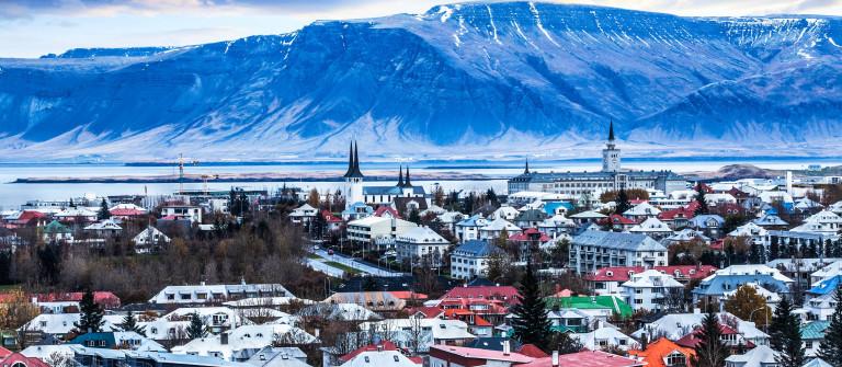 wunderschoene-luftbild-von-reykjavik-island-istock_000070189587_large-2