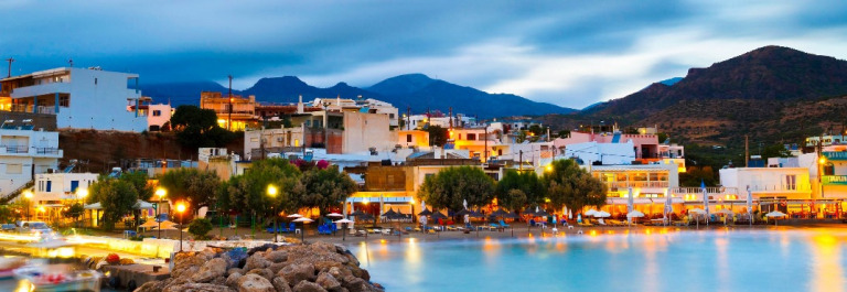 Kreta Night Harbour iStock_000078638209_Large-2