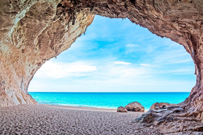 cala-luna-cave-by-the-sea-sardinien-italien-italy-shutterstock_192510971-2-707×471