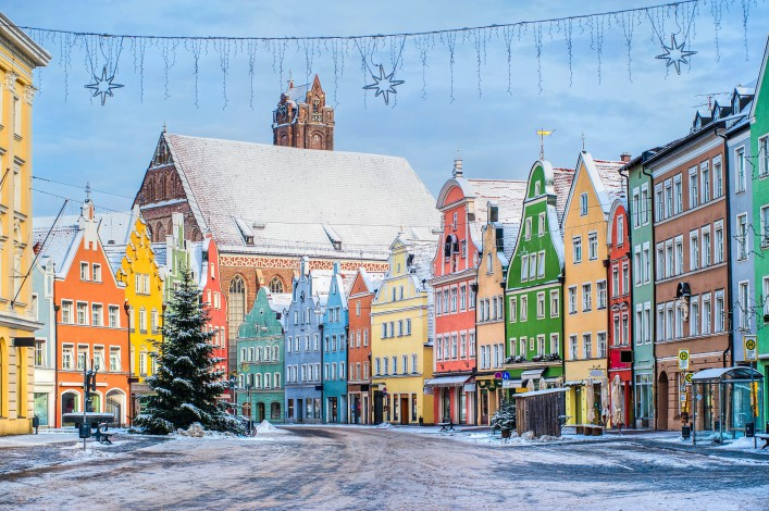 colorful-house-line-in-old-bavarian-town-near-munich-in-winter-shutterstock_68622154-2