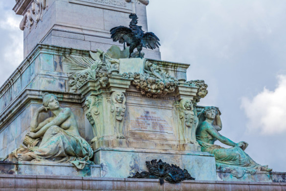 gallic-cock-symbol-of-france-from-colonnes-des-girondins-bordeaux-france-shutterstock_387940549-2-707x471