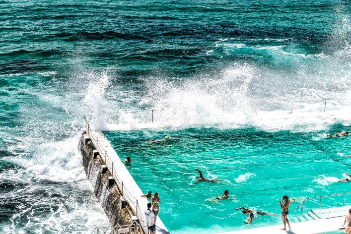 beach-scene-rock-swimming-pools-overlooking-tasman-sea-in-bondi-sydney-australia-shutterstock_352508444-2-707×472