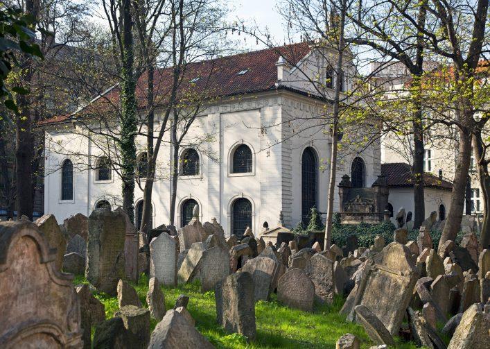 jeweish-cemetery-prague-josef-hanus-shutterstock-com_167305865