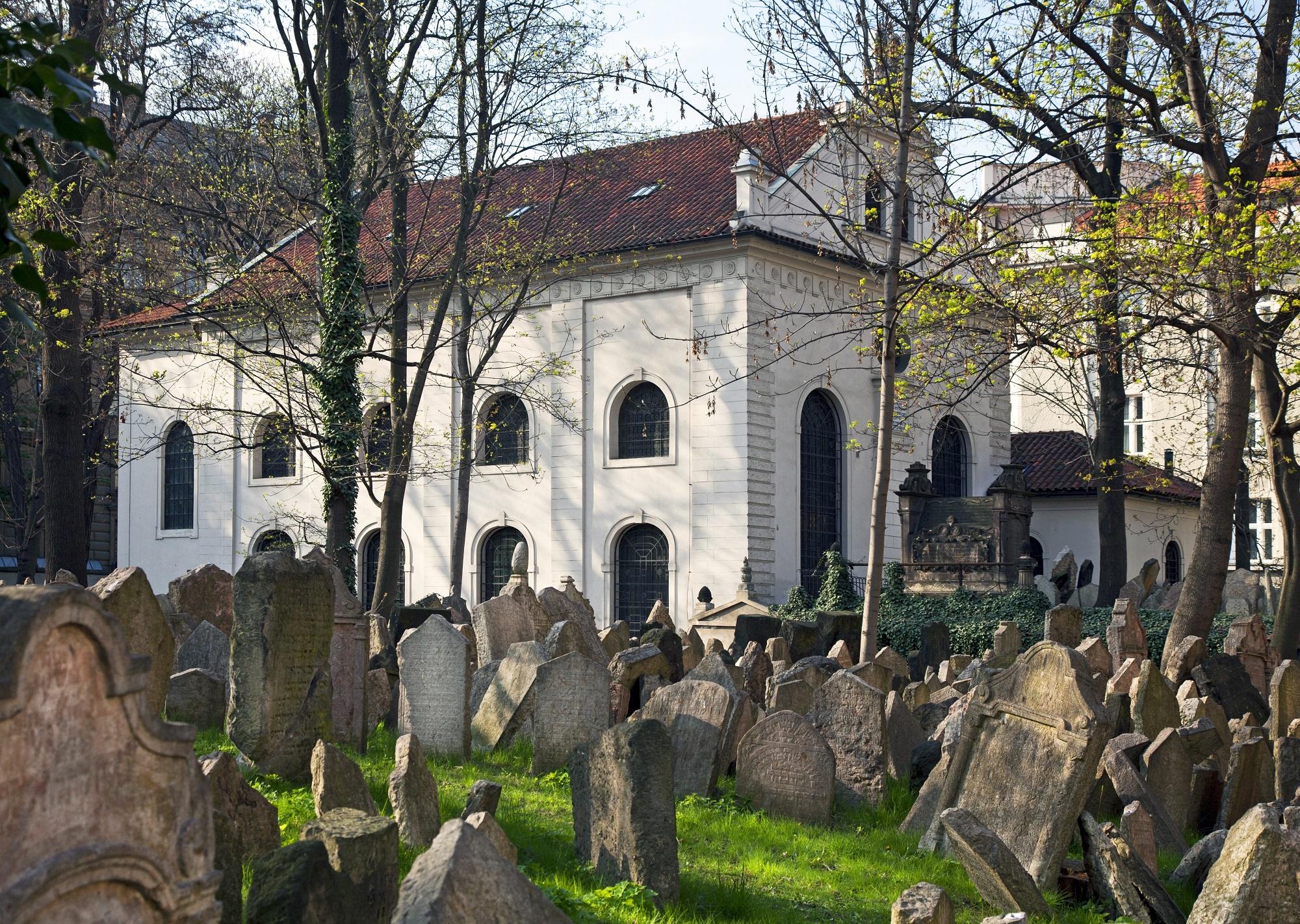 jeweish cemetery prague Josef Hanus Shutterstock com_167305865