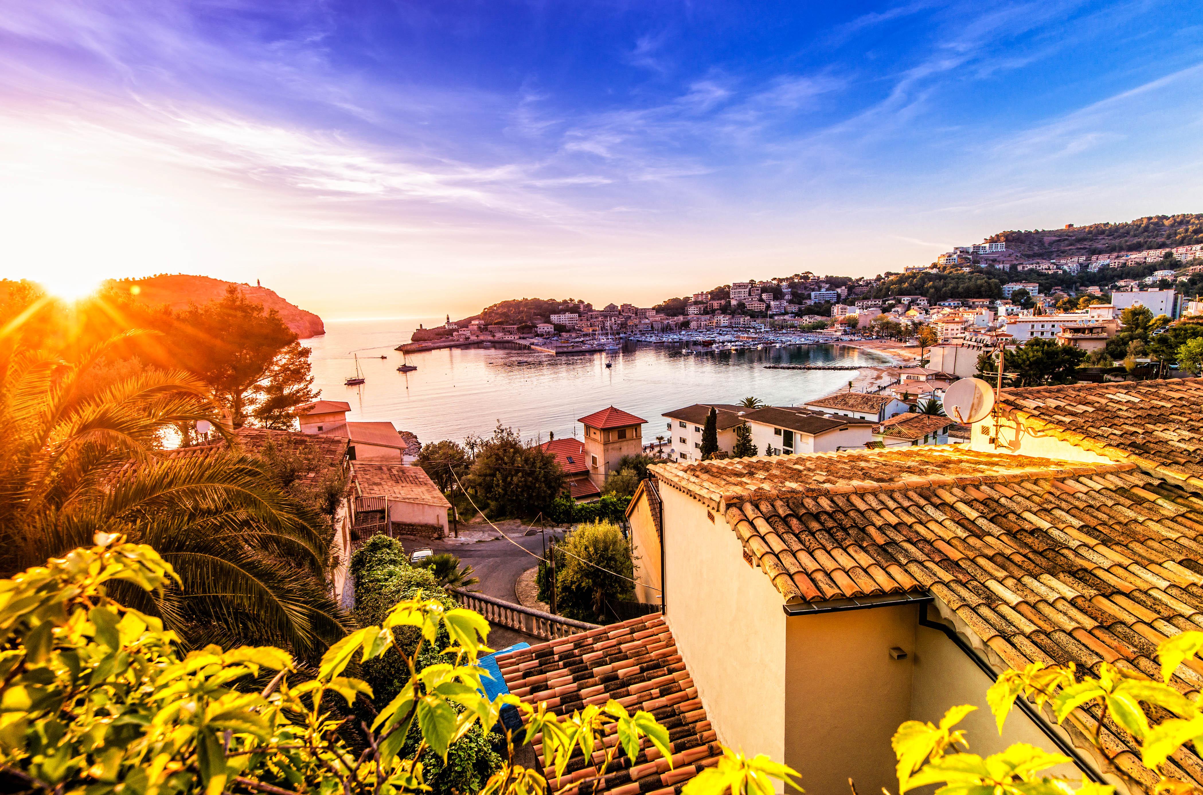 Sunset over the beautifult majorcian harbour town of Port de Soller (Puerto de Soller).