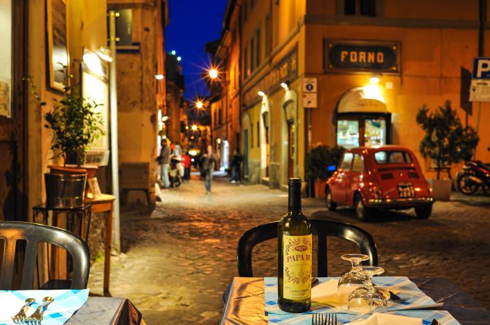 Dinner al fresco  in Rome