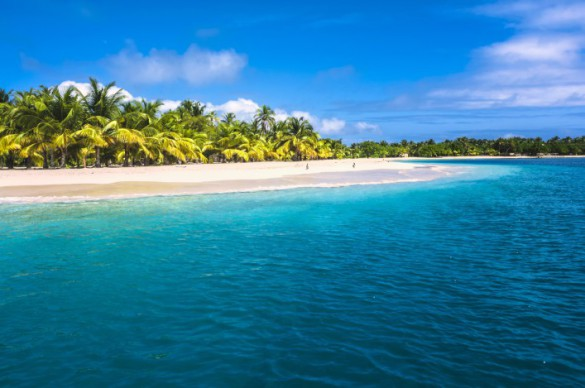 urlaubsguru.de_lonely-tropical-island-in-the-caribbean-bahamas-istock_000020037538_large-707x469