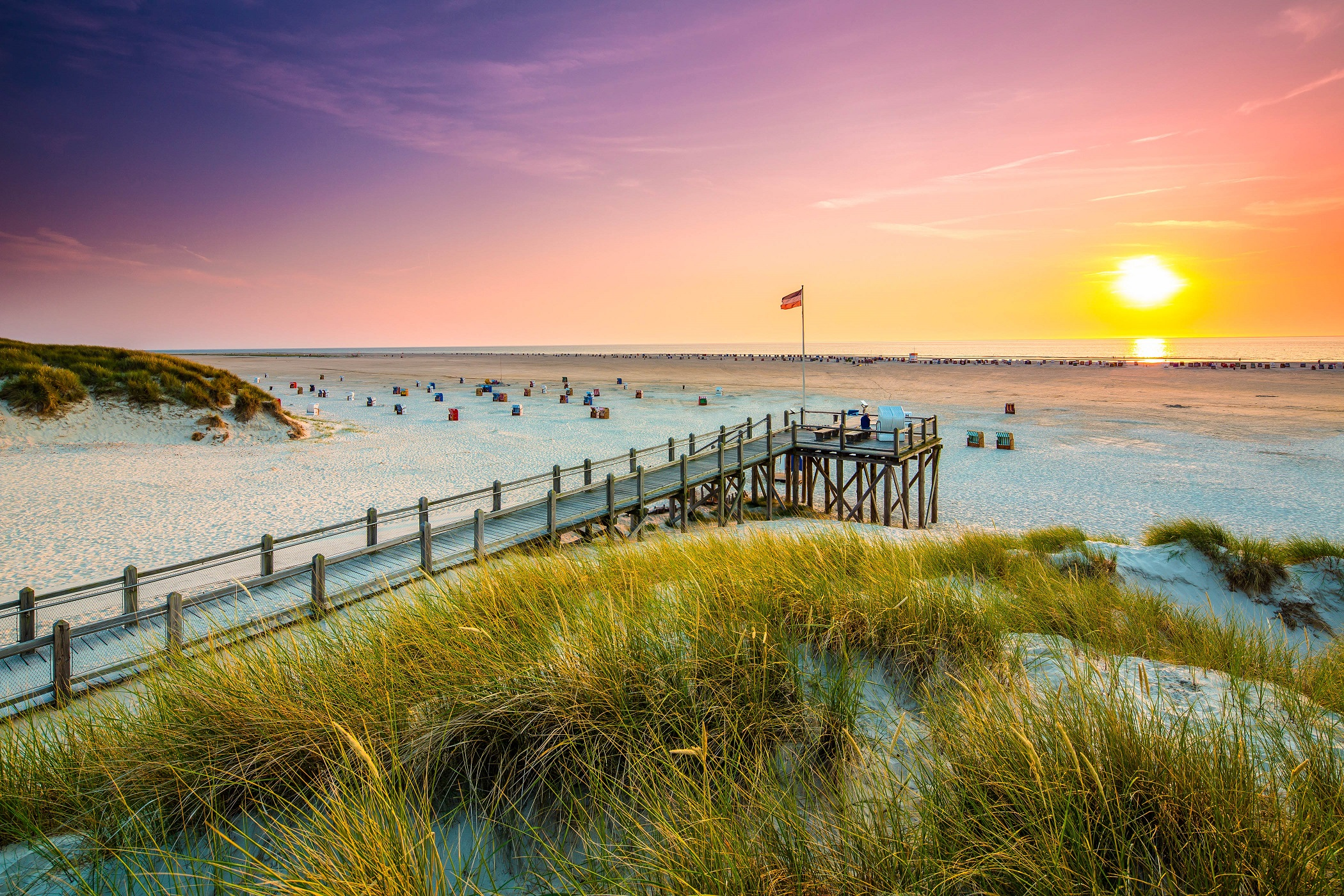 view-point-on-the-beach-of-amrum-istock_46128214_xlarge-2