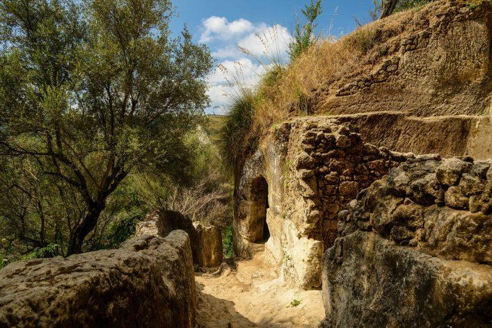 zungri-famous-grotto-vibo-valentia-calabria-italy-shutterstock_161700278-2