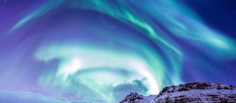 Northern-leichte-Aurora-Island-iStock-471292832
