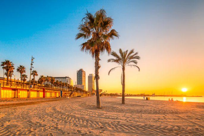 barcelona-beach-shutterstock_210532036-2-707×471