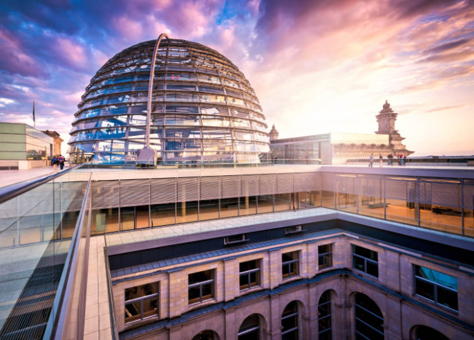 reichstag-dom-berlin-istock_000022856523_large-2-707×508