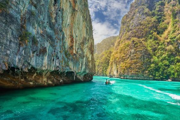 thailand_phi_phi_shutterstock_232532107-585x389