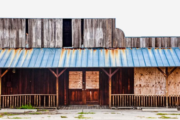 abandoned-saloon-istock_000025342528_large-2