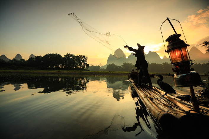 fisherman-on-li-river-istock_000018442807_large-2-707×471