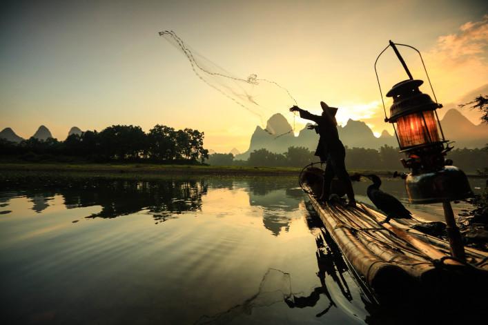 fisherman-on-li-river-istock_000018442807_large-2-707×471