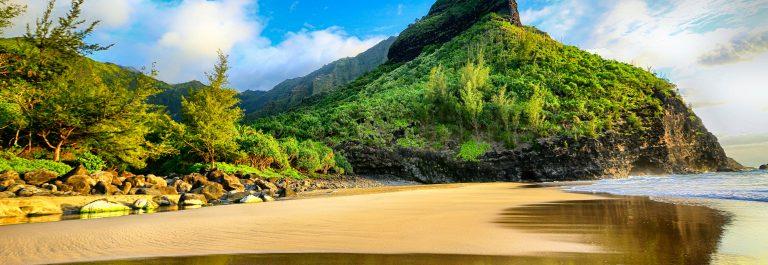 kalalau-trail-hawaii-istock_62376462_xlarge-2