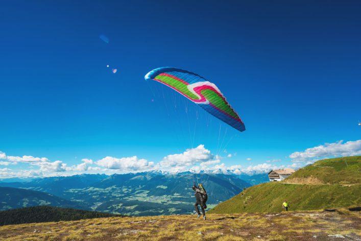 paragliding_suedtirol_editorial-only-serenarossi_shutterstock.com_shutterstock_469369568