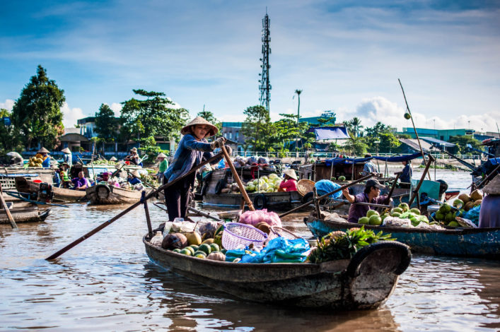 phong-dien-floating-market-shutterstock_358322744-editorial-only-filmlandscape-2
