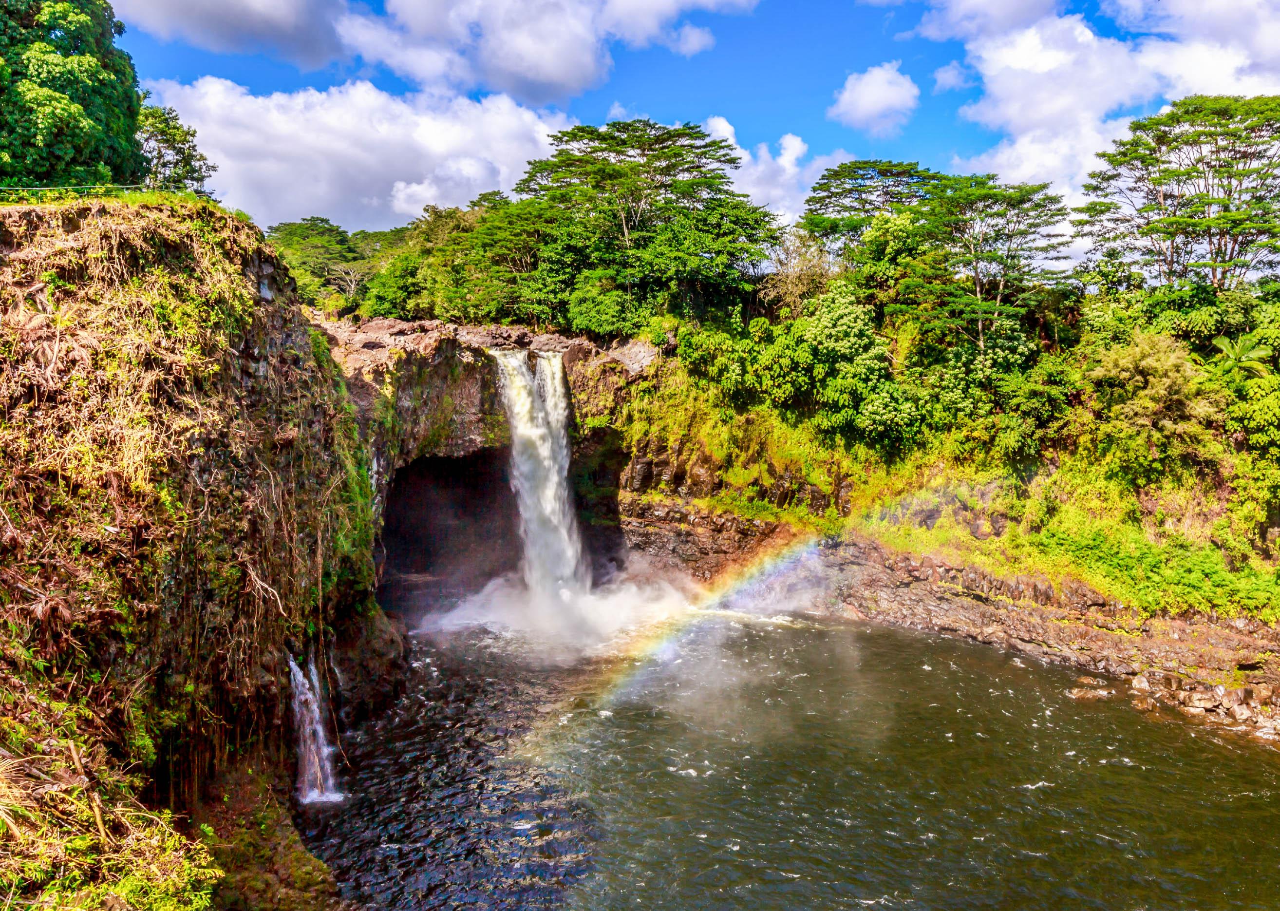 Orte auf Hawaii, Wasserfall, Regenbogen, Rainbow Falls