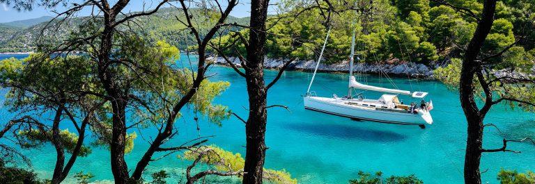 segelschiff-anker-in-skopelos-griechenland-greece-istock_000027847656_large-2