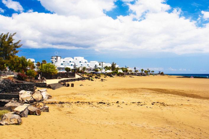 puerto-del-carmen-lanzarote-istock_000041373434_large-2