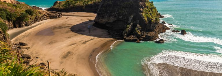 west-coast-beach-piha-auckland-neuseeland-istock_27680334_large-2