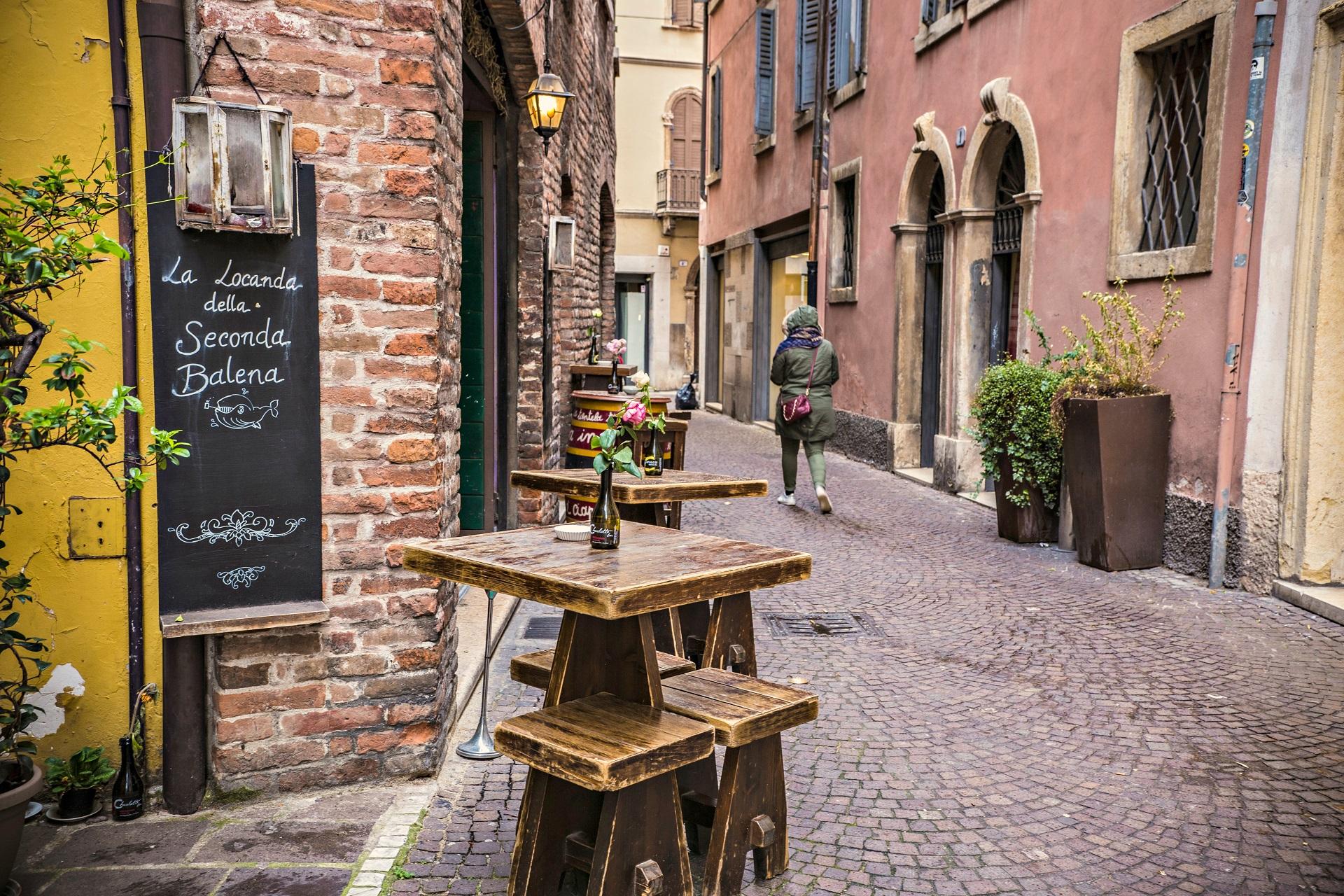 Eine Bar in den Gassen Veronas