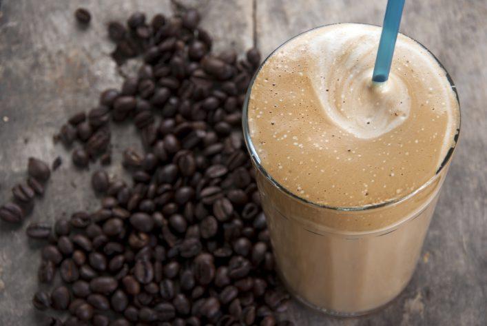 Koffein-Smoothie_Kaffeebohnen_shutterstock_180915209