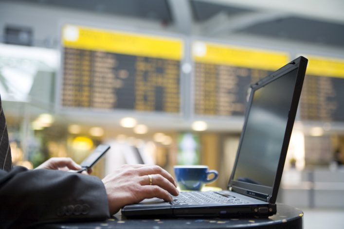 Laptop Flughafen iStock_000001428391_Large