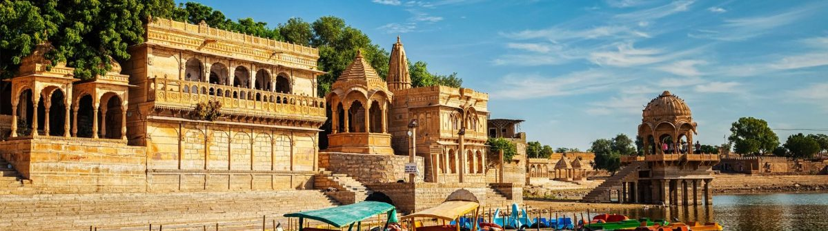 Indische Wahrzeichen Gadi-Sagar in Rajasthan