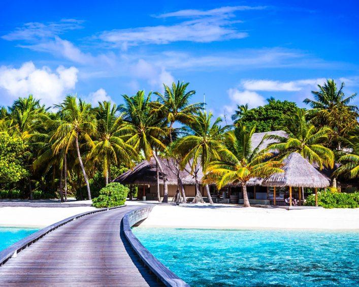 luxury-beach-resort-istock_000059104794_large-2