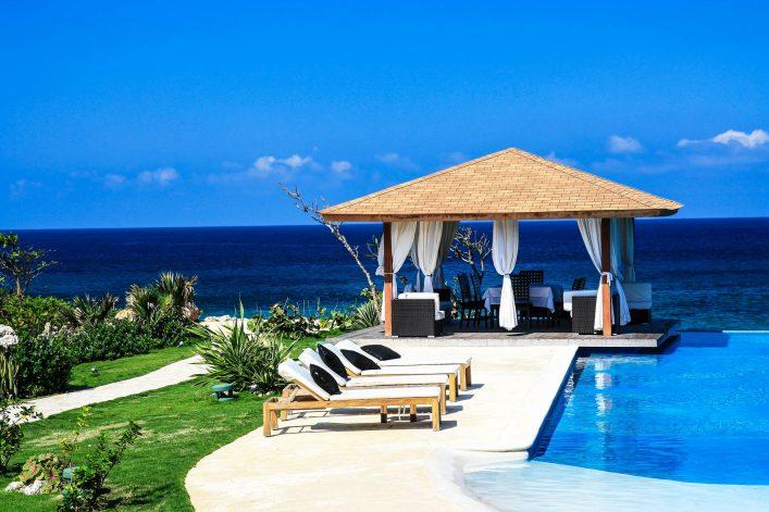 luxury-summerhouse-with-swimming-pool-on-atlantic-ocean-beach-shutterstock_67081069-2