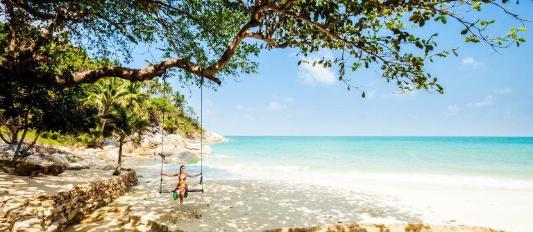 Summer-seascape-on-tropical-island-Koh-Phangan-in-Thailand-shutterstock_514445446-2_klein-1