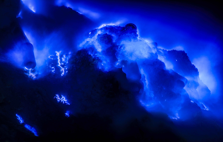 Naturphänomene Blaue Lava im Kawah Ijen Vulkan auf der Insel Java