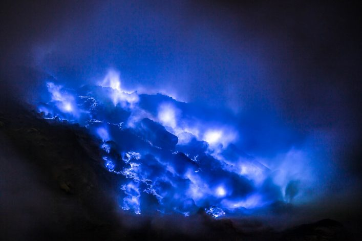 blue-sulfur-flames-kawah-ijen-volcano-east-java-istock_67975123_large-2