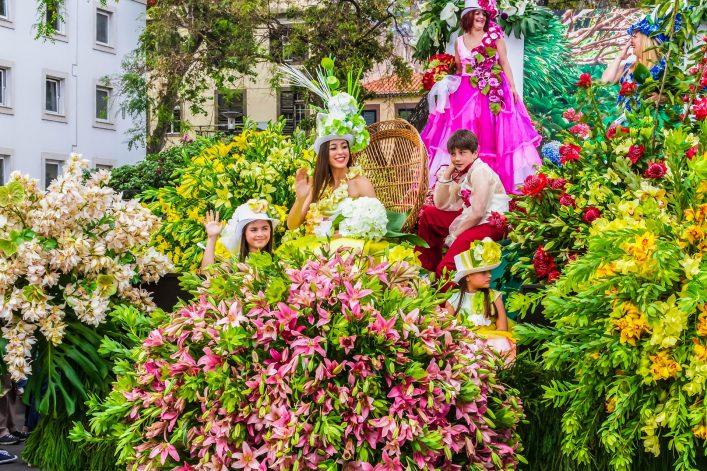 teilnehmer-in-festlicher-festwagen-am-madeira-flower-fest-istock_76537011_xlarge-editorial-only-annabreit