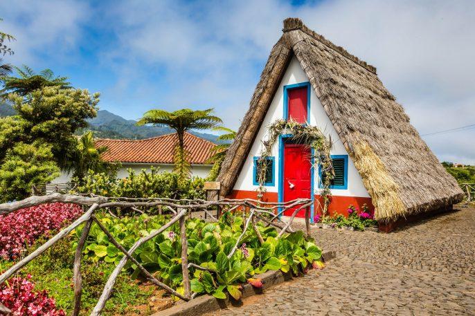 traditionellen-laendlichen-house-in-santana-madeira-portugal-istock_68493835_xlarge
