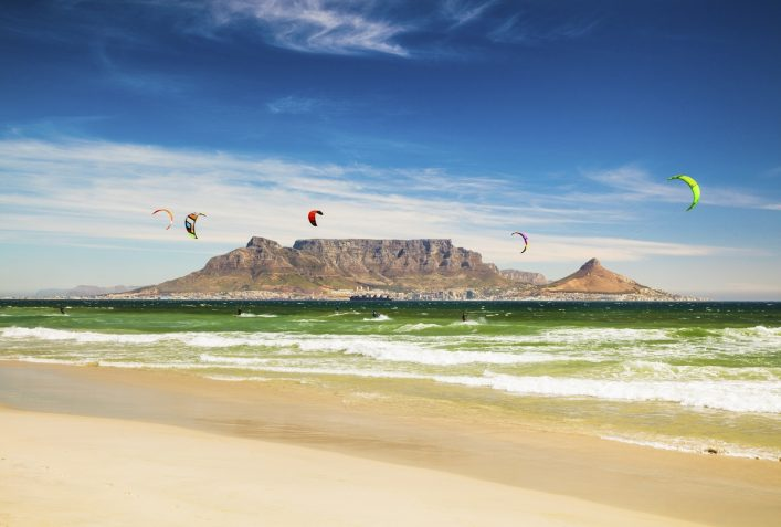 urlaubsguru.de_kitebarding-near-table-mountain-and-cape-town-in-south-africa-istock_000061255860_large