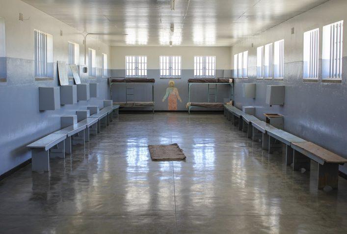 urlaubsguru.de_prison-cell-of-robben-island-istock_000026091832_large