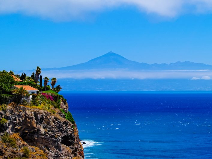 The beautiful Coast of Gomera with the ocean in the back