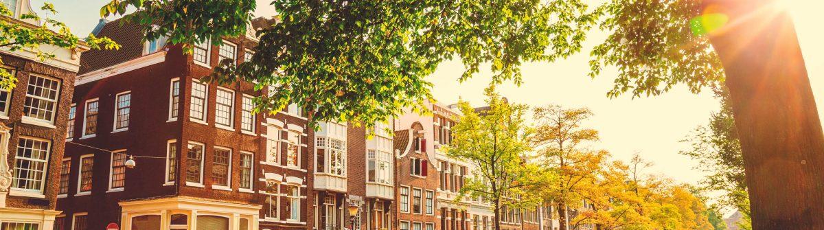 bruecke-in-amsterdam-niederlande-istock_000048762064_large-2